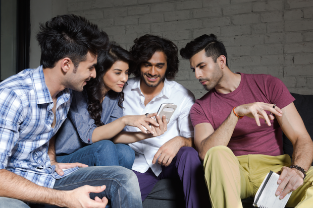 friends watching cricket on mobile
