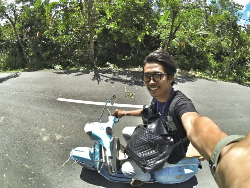 Cruisin'-around-Bali-on-a-scoooota selfie.  Photo:  Gede Ariahastha Wicaksana