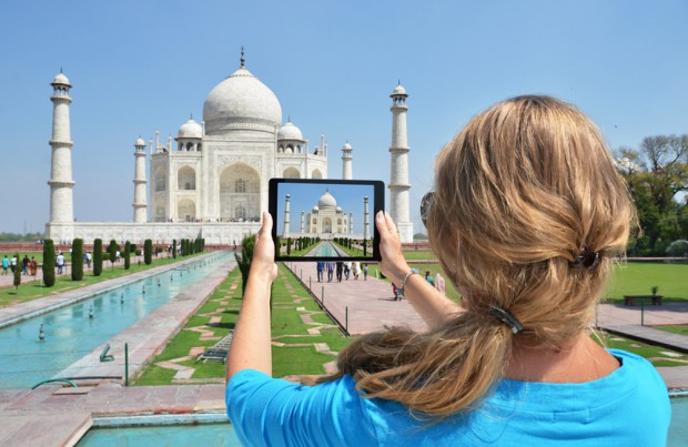 Sharing photograph of Taj Mahal