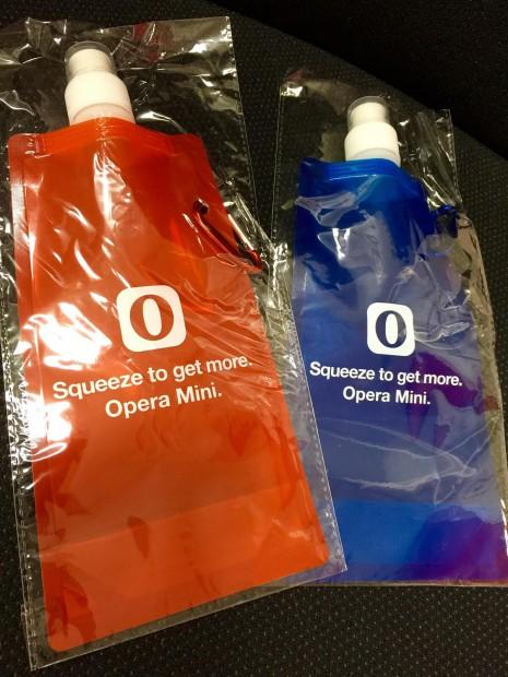 Opera Mini ボトル赤と青