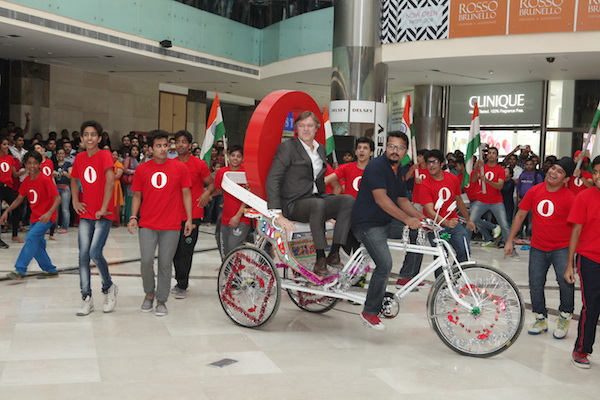 Opera CEO Lars Boilsen arrives in style on a cycle rickshaw